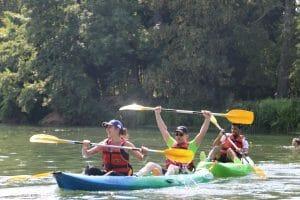 Plaisir du canoë en groupe sur le Loing